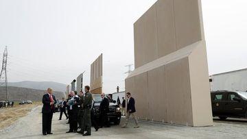 Trump, Meksika sınırına örülecek duvarın prototipini tanıttı